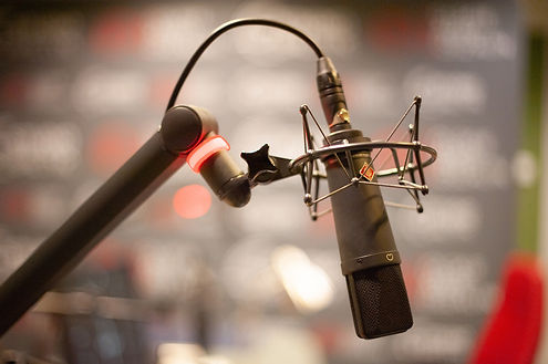 microphone-4340507_1920.jpg