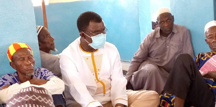 Dr. Richard Konteh mourns with a family