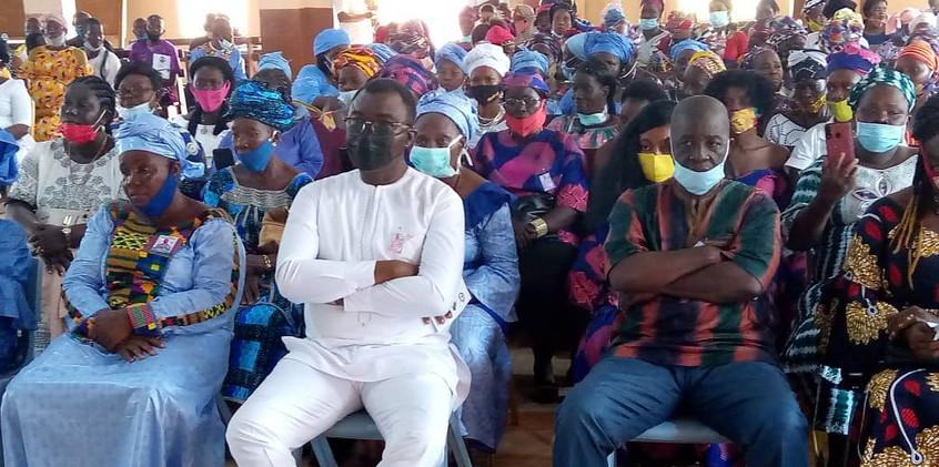 Dr. Richard Konteh at a funeral in Kamakwie1.jpeg