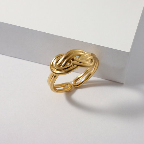Figure 8 Knot | Gold | Ring