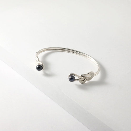 Figure 8 Knot | Silver | Bangle