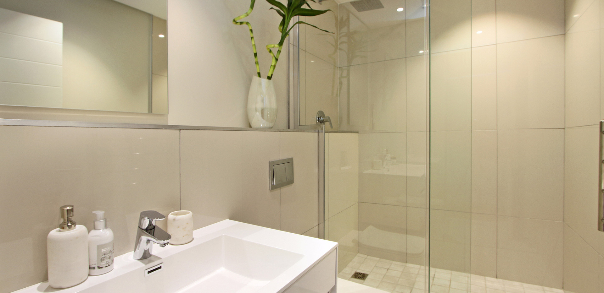 Bathroom_1bedroom_Docklands_ITC_1.jpg
