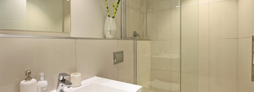 Bathroom_1bedroom_Docklands_ITC_1.jpg