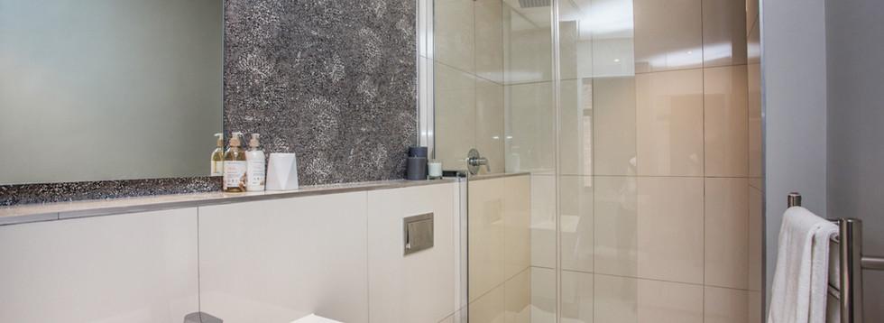 Bathroom_1bedroom_Docklands_104_ITC_1.jp