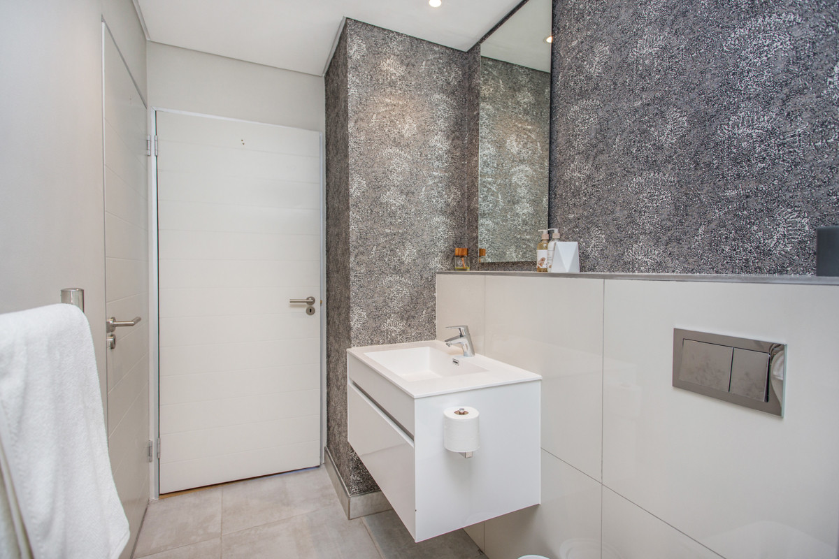 Bathroom_1bedroom_Docklands_104_ITC_3.jp