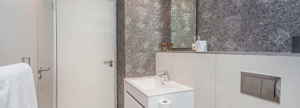 Bathroom_1bedroom_Docklands_104_ITC_3.jp