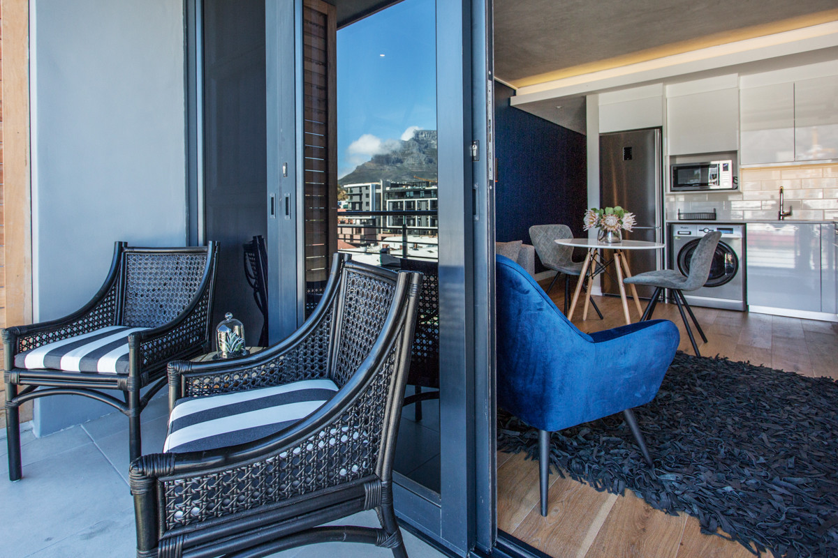 balcony_1bedroom_Docklands_508_ITC_4.jpg