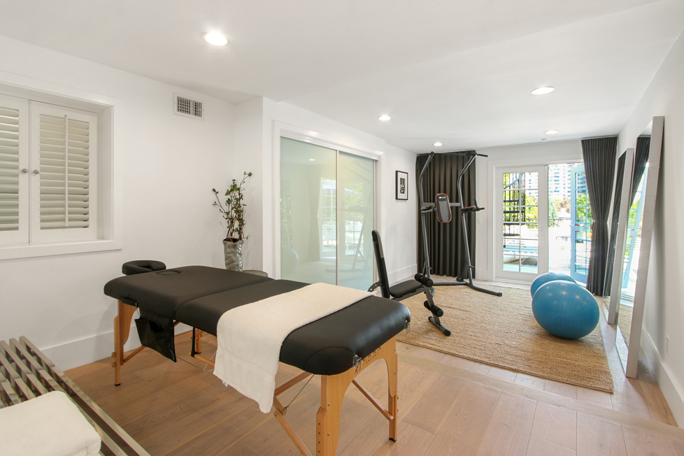 840 Thayer Ave - workout and massage roo
