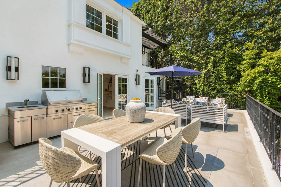840 Thayer Ave - outdoor patio and enter