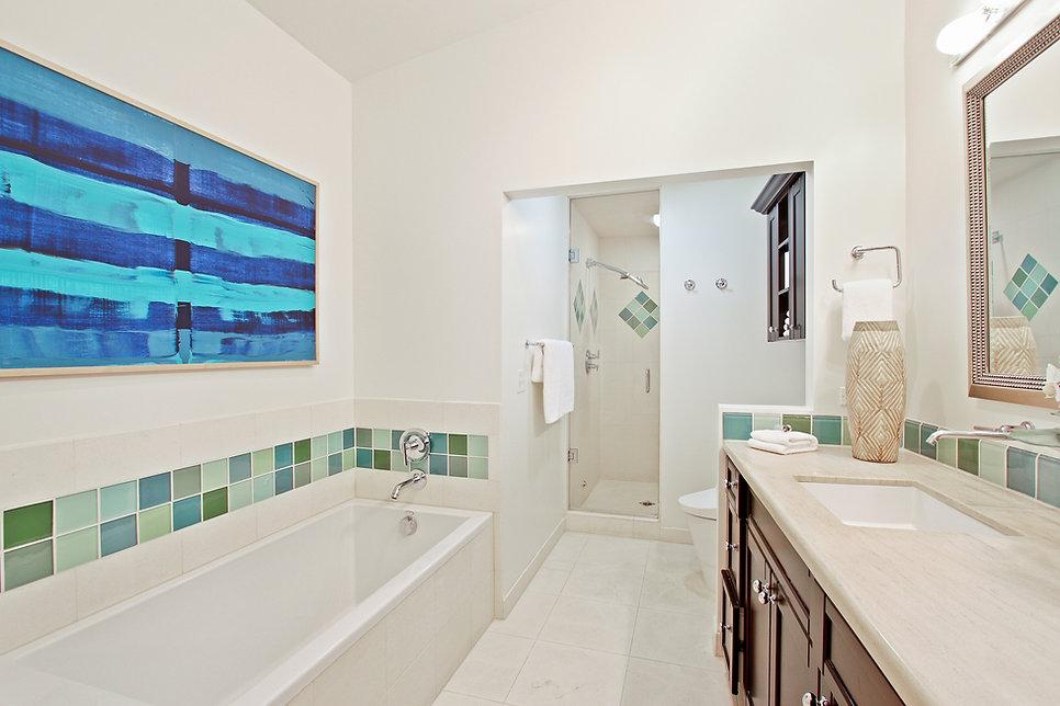 920 Westholme Ave. - Bathroom