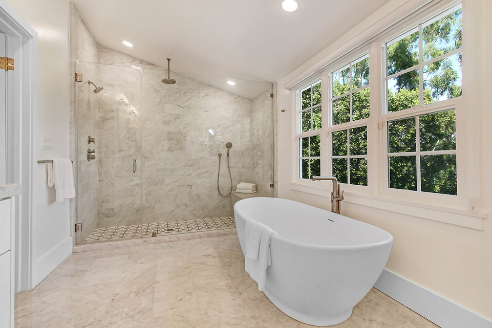 840 Thayer Ave - master bathroom tub and