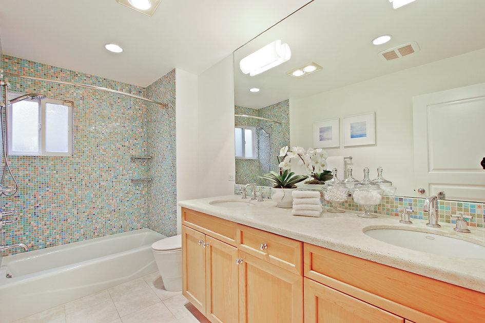 920 Westholme Ave. - Bathroom 2