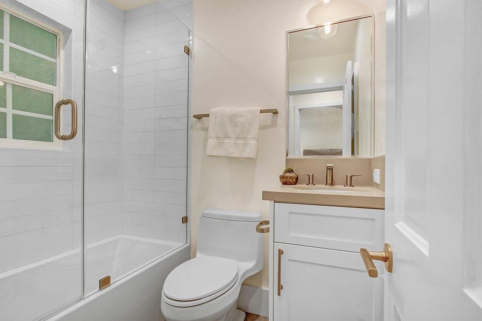 840 Thayer Ave - bathroom 3.jpg