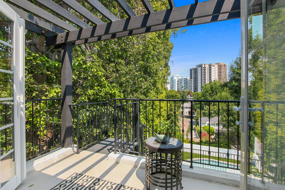 840 Thayer Ave - balcony.jpg