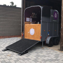 Horsebox set up _theoakbarnff #weddingba