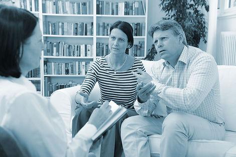 groot-duotone-couple-talking.jpg