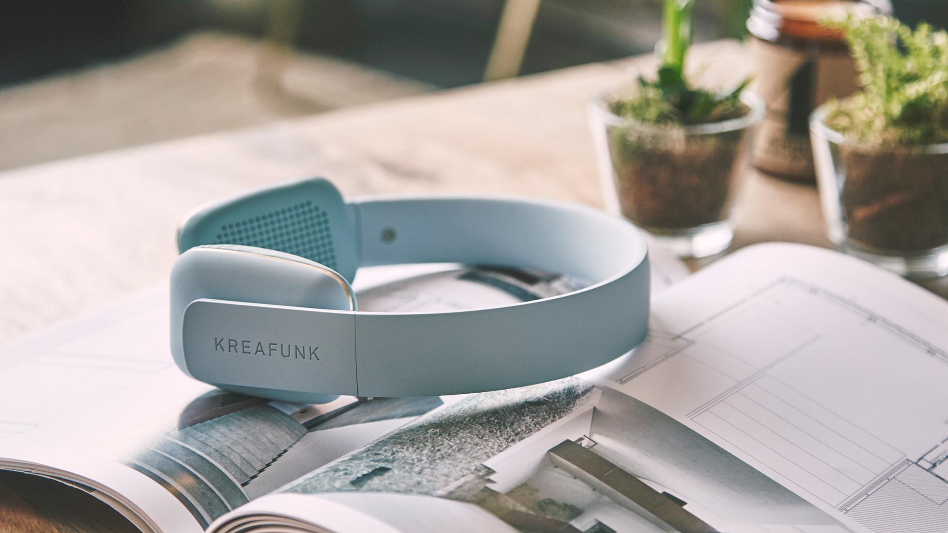 HW_Wk 4_UO Tech Kreafunk Headphones 2 of