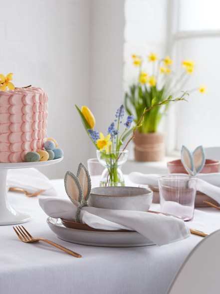 SS20_EASTER_EDITORIAL TABLE HERO_Extra O