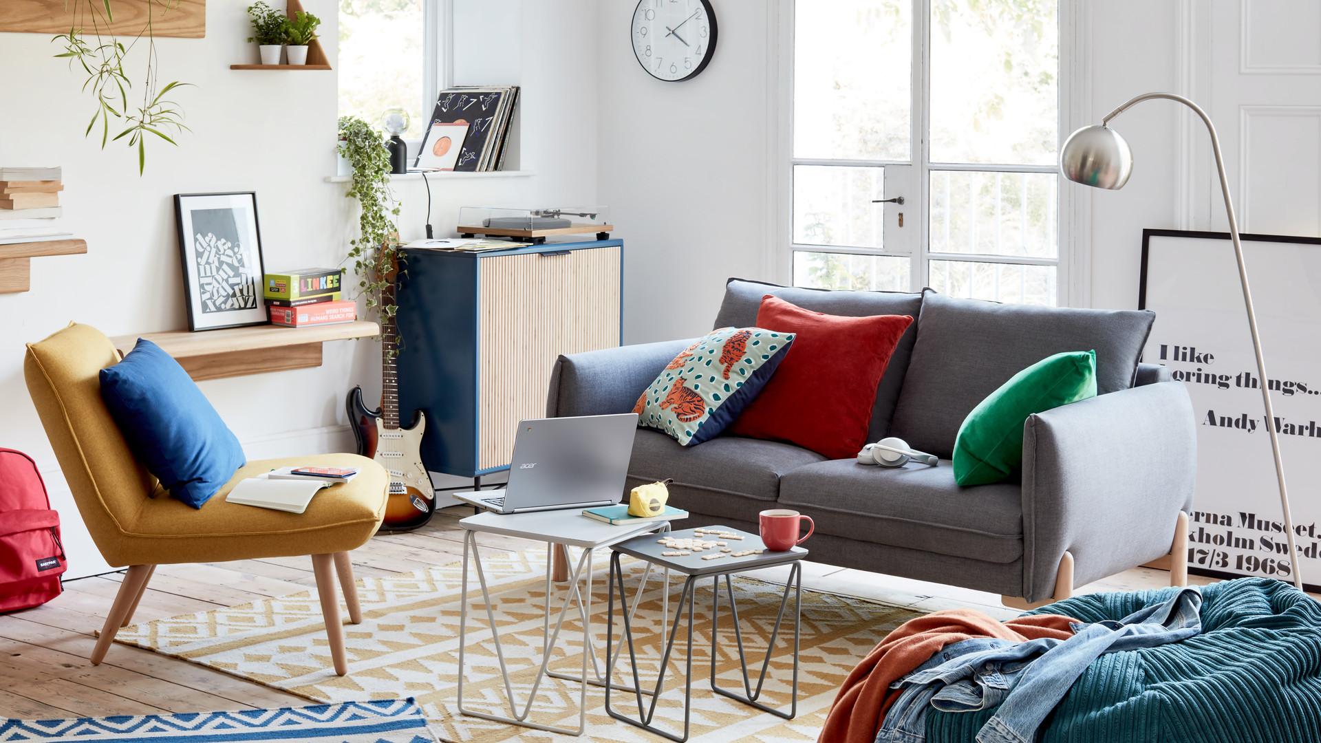 StartingUni_20 _Livingroom_Tech_02.jpg