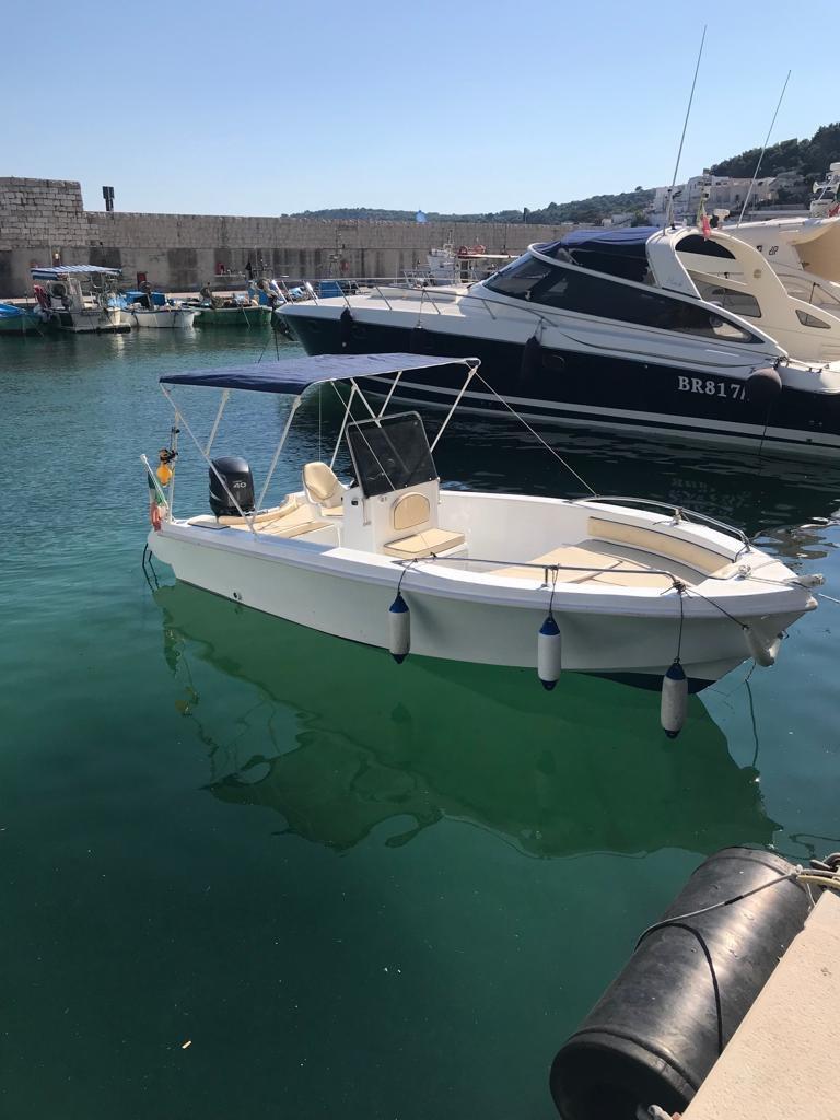 Noleggio barca a motore senza patente