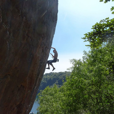Stress free bolt clipping? Sport climbing and Empire of the Sun 2017