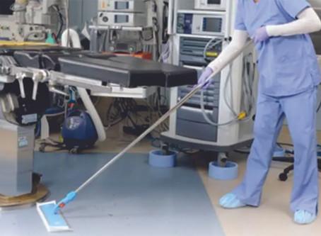 Profissionais de limpeza hospitalar: estão na linha de frente, antes mesmo do Covid 19