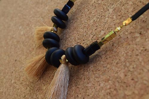 סימפלי שחור-זהב וגדילים