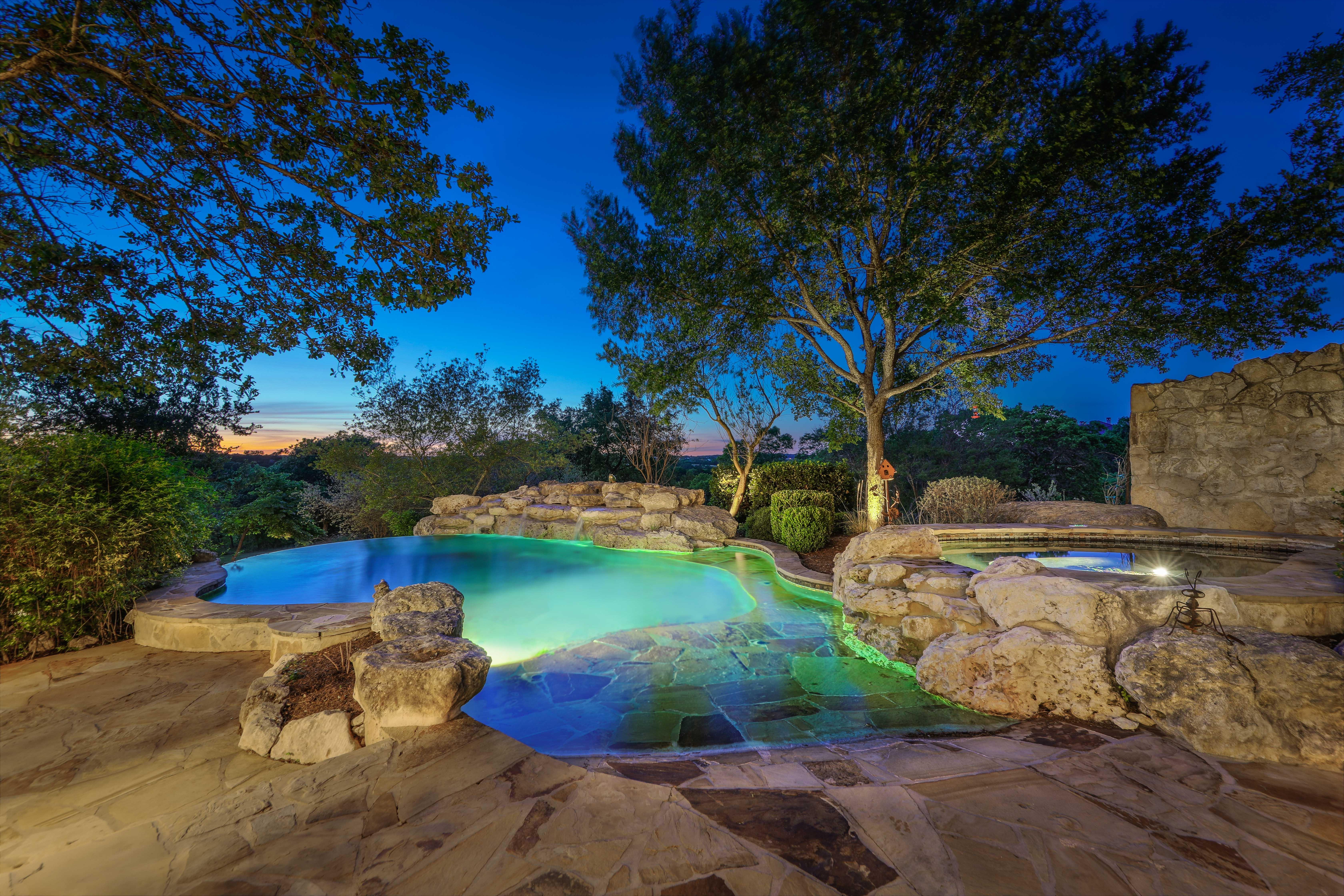 spa_pool twilight