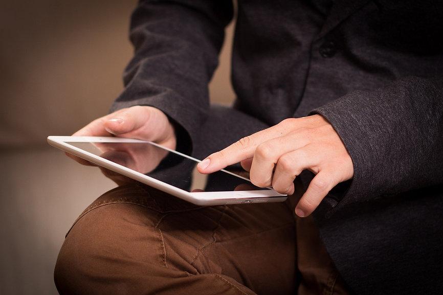 tablet-1075790_1920.jpg