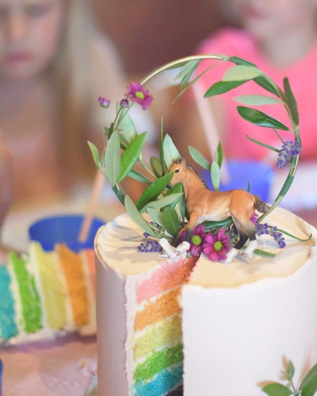 Pastel rainbow cake, from 65euros
