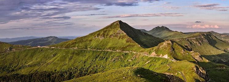 Puy Mary. Randonnée au sommet du Cantal. Massif central, volcan d'Auvegne, Monts du Cantal, Pays de Salers. Nature, montagne.