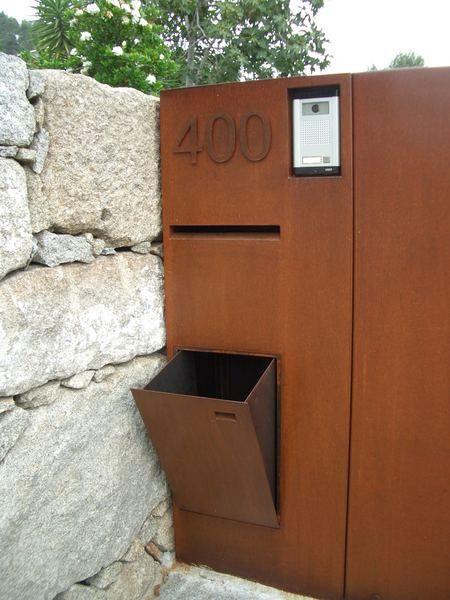 Horta-Nova -brievenbus met openingen voo
