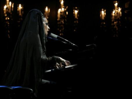 Diamanda Galas canta a muertos griegos en México