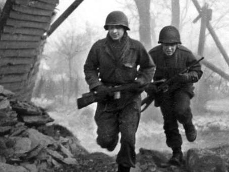 101st Airborne Glider Infantry men at BASTOGNE