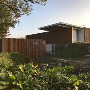MOoij is een stoere en sfeervolle B&B, ecodesign in de ruige natuur van de uiterwaarden van de Waal, op loopafstand van hartje Nijmegen.