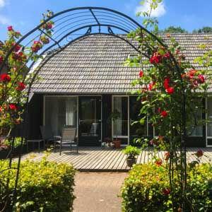 Deze huiselijke B&B in een vrijstaande oude boerenschuur heeft twee royale appartementen. Rustig gelegen maar toch dichtbij het centrum van Zwolle.