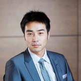 Giovane maschio asiatico