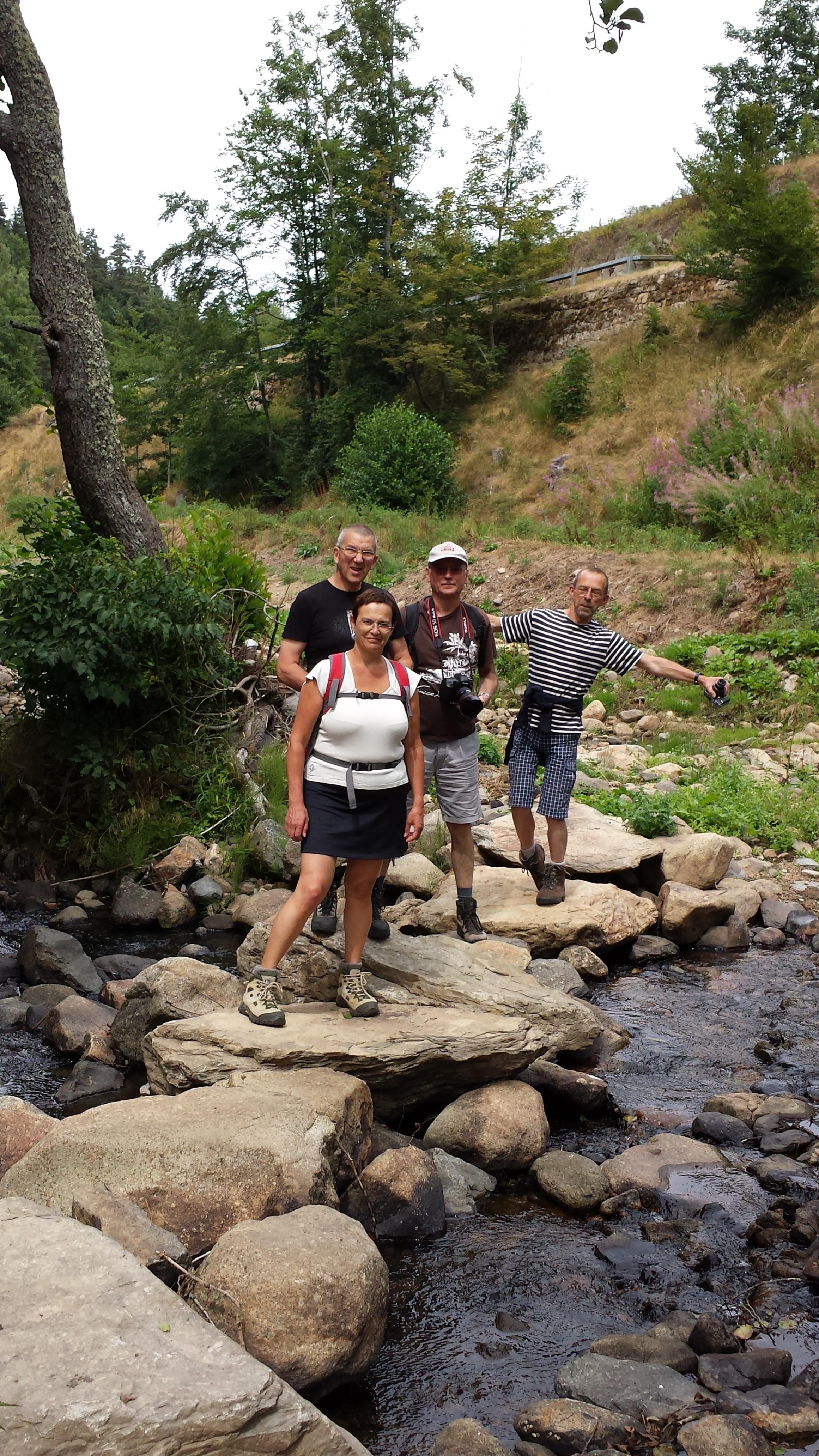 JP en randonnée avec des amis.