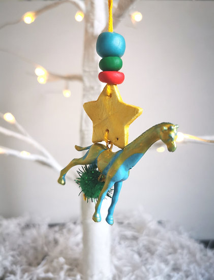 Rewild giraffe bauble blue/red/green