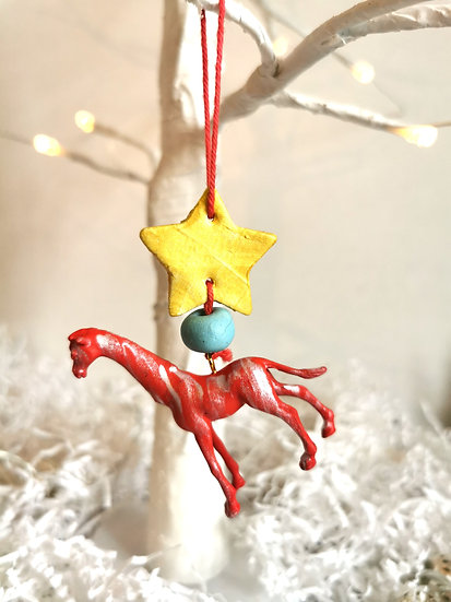 Rewild giraffe bauble red