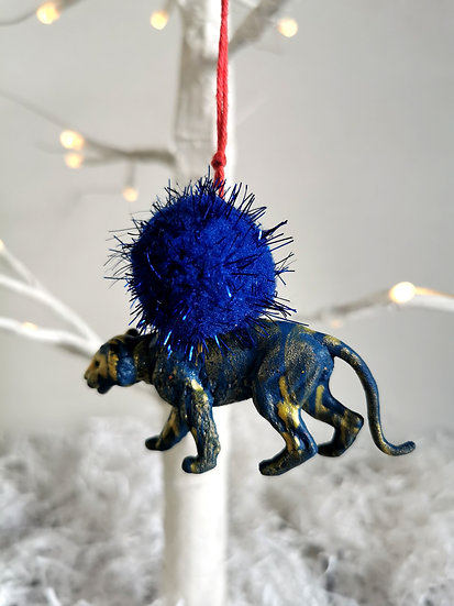 Rewild lioness bauble blue/blue