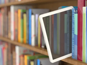 """O novo """"normal"""": descobertas sobre o empréstimo de ebooks pela biblioteca escolar."""