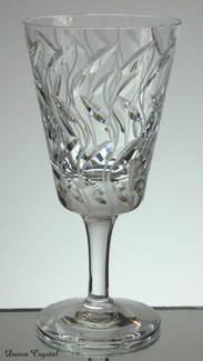 english hand made full lead crystal wine glass hand cut in leaf pattern size 7.5 x 3.5 £30.00