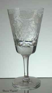 english hand made full lead crystal wine glass hand engraved grape and vine pattern size 7 x 3.5 inches £25.00