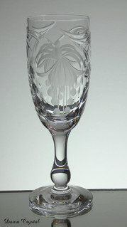 english hand made full lead crystal champagne glass hand engraved fuchsia pattern size 7 x 2.5 inches £25.00