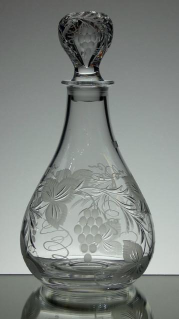 Dartington Crystal wine deacanter hand engraved by Stewart Davis Size 26 x 13 cm £95.00