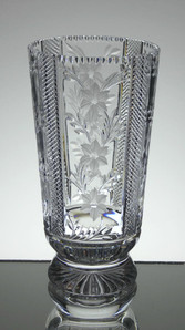English hand made full lead crystal vase hand cut and engraved size 8 x 4 inches £75.00