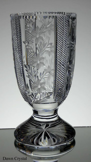 English hand made full lead crystal vase hand cut & engraved by Reg Everton and Stewart Davis size 10 x 5 inches £125.00