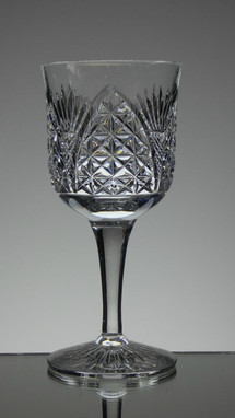 english hand made full lead crystal wine glass hand cut in church window pattern size 6.5 x 3 inches £25.00