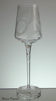 24% lead crystal tall wine glass hand engraved with art deco pattern size 11 x 3.5 inches £35.00